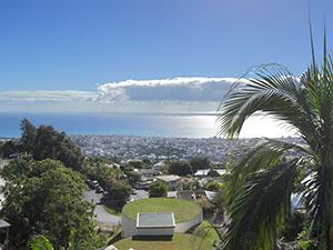 Vue de La Réunion avec un programme immobilier à côté de l'océan