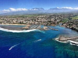 Vue aérienne de la baie à La Réunion