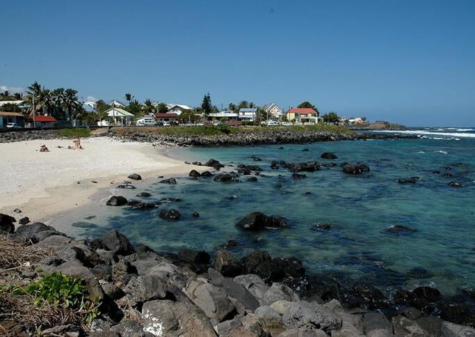 Villas neuves sur une petite plage, St Pierre, La Réunion